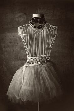 wired...  Lovely vintage dress form, brocante paspop