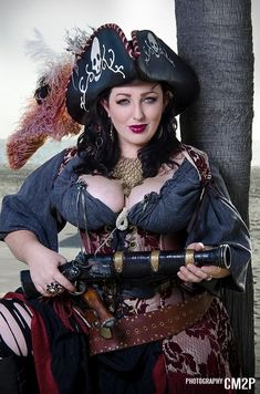 I like pirate women Pirate Garb, Pirate Cosplay, Pirate Wench, Pirate Woman, Mode Steampunk, Steampunk Pirate, Steampunk Fashion, Gothic Fashion, Cosplay Outfits