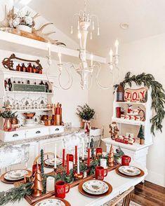 Christmas homes - Red, white and green Christmas decor