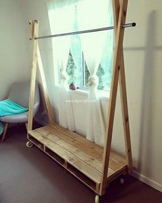 Transcendent Dog House with Recycled Pallets Ideas. Adorable Dog House with Recycled Pallets Ideas. Recycled Pallets, Wood Pallets, Diy Clothes Rack, Cheap Clothes, Diy Casa, Diy Pallet Projects, Pallet Ideas, Pallet Furniture, Furniture Projects