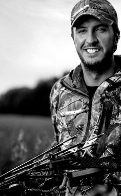 Luke Bryan in his hunting attire... I'm in love... Thanks @Allison j.d.m j.d.m Bolton