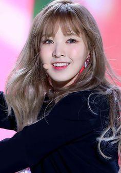 Kpop Girl Groups, Korean Girl Groups, Kpop Girls, Wendy Red Velvet, Red Velvet Irene, Red Velvet Flavor, Celebs, Celebrities, Girly Things