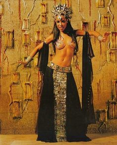 Aaliyah as Akasha - Queen Of The Damned - full length, I so want the front panel to be assuit Beautiful Black Women, Beautiful People, Aaliyah Style, Queen Of The Damned, Chica Fantasy, Aaliyah Haughton, Dark Beauty, Sexy, Celebs