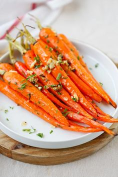 The most delicious and tender Honey Butter Roasted Carrots. Made with honey, butter and garlic and takes only 10 mins to prep!