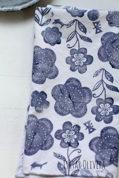 flowery, blue and white, summer napkins, summer table