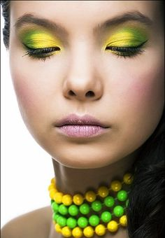 Green an d yellow eyeshadow, I find this really pretty.