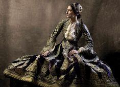 Οι ενδυμασίες του Εθνικού Ιστορικού Μουσείου ζωντανεύουν στα πορτρέτα του Βαγγέλη Κύρη | LiFO National Historical Museum, Folk Costume, Costumes, Greek Culture, Greece, Celebrities, Pretty, How To Wear, Photography