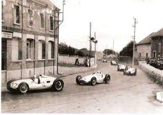1939, XXV GRAND PRIX DE L'AUTOMOBILE CLUB DE FRANCE.Reims-Gueux. Herman Muller (Auto Union Type D) on his way to the victory followed by Rudolf Caracciola (Mercedes-Benz W154)
