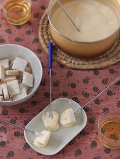 muscade, fécule de maïs, gruyère, poivre, couteau, pain, ail, kirsch, vacherin, vin blanc