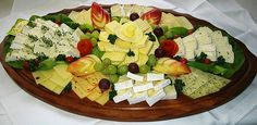 Serve picture result for cheese plate - Food - Wurst Finger Food Appetizers, Great Appetizers, Finger Foods, Brunch Buffet, Party Buffet, Yummy Snacks, Snack Recipes, Homemade Sauerkraut, Appetizer Sandwiches