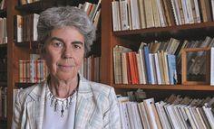 """Chantal Delsol (París, 1947), es una filósofa, historiadora de las ideas políticas y novelista francesa. Fundó el Instituto Hannah Arendt en 1993 y se convirtió en miembro de la Academia de Ciencias Morales y Políticas en 2007. Discípula de Julien Freund, también descrito como un """"liberal-conservador"""".Sus ideas principales son derivadas del liberalismo o el federalismo.Chantal Delsol es también columnista en Figaro en valores actuales y directora de colección en las ediciones de la Mesa…"""
