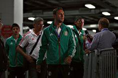 Miguel Layún en el estadio Sports Authority Field