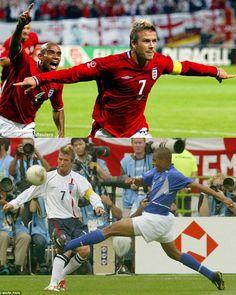 Todo brasileiro deve lembrar como a Inglaterra foi eliminada da Copa de 2002 (Fotos: 1. Reuters 2. Mark Pain)