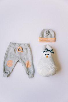 Grey & Neon Baby Sweats  // Knit hat van MaggieBogart op Etsy, $10.00
