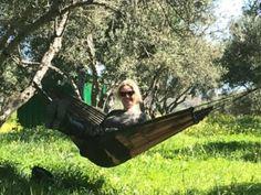 Ausflüge auf Kreta was man auf Kreta sehen und unternehmen kann Camping auf Kreta Aktivurlaub Outdoor Furniture, Outdoor Decor, Girl Hairstyles, Hammock, Hair Styles, Aktiv, Sandstone Wall, Crete Holiday, Campsite