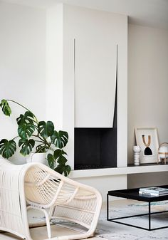 Sleek, practical, modern minimalist living - what's not to love? Learn how to create your own modern minimalist living room with these 6 simple steps. Modern Minimalist Living Room, Minimalist Home Decor, Minimalist Design, Minimalist House, Minimalist Interior, Minimalist Pattern, Minimalist Apartment, Living Room Designs, Living Room Decor