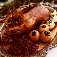 This decadent recipe for Christmas goose, a tradition in Vienna, is accompanied by braised red cabbage, potato dumplings, roasted apples and glazed chestnuts. Wild Game Recipes, Duck Recipes, Turkey Recipes, Chicken Recipes, Holiday Recipes, Christmas Recipes, Christmas Eve, Holiday Foods, Christmas Ideas