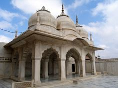 Located on the slopes from east to west to the north of Diwan-e-aam complex, in Agra Fort. Moti Masjid is famous for its pearl-white exteriors and the beautiful interiors as well as exteriors.
