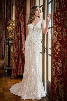 Beautiful and glam retro hollywood style wedding dress wtih lace and beading. Ball Gown Dresses, Bridal Dresses, Wedding Gowns, 1920s Wedding, Wedding Ideas, Fall Wedding, Hollywood Gowns, Hollywood Fashion, Hollywood Style