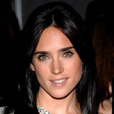 Happy Birthday to Actress Jennifer Connelly! Â Connelly is the definition of a true beauty. She has classic and striking features, never wears too much makeup (besides in one fantastic photo in the slideshow above), and her hair is always Hulk 2003, Jennifer Connelly Young, Beautiful Celebrities, Beautiful Women, Celebrity Makeup Looks, Good Looking Women, Celebrity Travel, Divas, Jessica Chastain