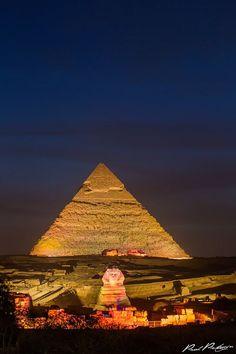 Las grandes piramides de Guiza http://www.espanol.maydoumtravel.com/El-Cairo-y-Tour-en-Luxor/4/2/143
