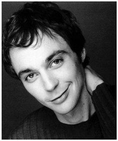 jim parsons - The Big Bang Theory Jim Parsons, The Big Band Theory, Cinema, Hair Pictures, Hairstyle Pictures, Celebrity Crush, Celebrity Style, Bigbang, Make Me Smile