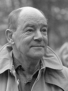 L. - Ton van Duinhoven (Schiedam, 12 mei 1921 - Amsterdam, 26 augustus 2010) journalist, acteur en tekstschrijver - was a Ductch actor and writer