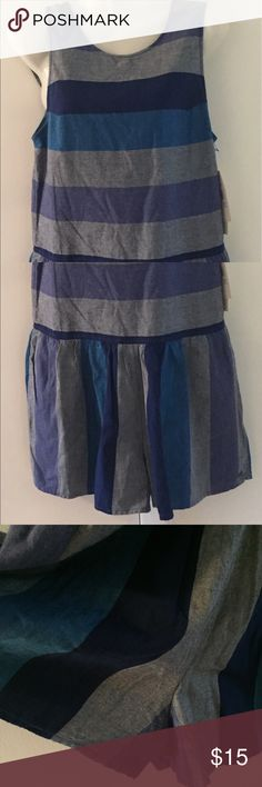 Adorable NWT Roxy shorts romper $35 Very cute shorts romper👠 Free gift with every Posh purchase. Always in the spirit of giving and sharing❤ Roxy Shorts Skorts