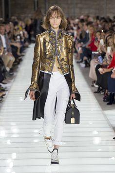 Louis Vuitton Spring 2018 Ready-to-Wear Collection Photos - Vogue