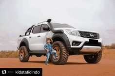 #Repost @kidstaticindo with @repostapp ・・・ Low is to mainstream, time to take it up for lifted trucks : @dynamicmotion_media #kidstaticindo #dcabid #dcabidjakarta #navaraindonesia #np300 #liftedtrucks #nissantrucks #basbin