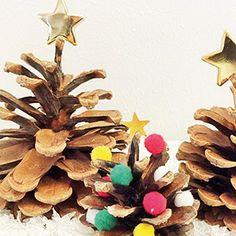 Mit leichten, schnellen und dennoch wirkungsvollen DIY-Ideen wird das Weihnachtsbasteln zu einem schönen Familienritual. Wir verraten euch drei Bastel-Hits, die ihr auch mit kleinen Kindern mit wenig Material und ohne Bastelvorkenntnisse einfach und schnell erfolgreich umsetzen könnt. #Weihnachtsbasteln #Felicitas #Föhrenzapfen #Weihnachtsbäumchen #DieAngelones