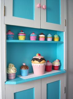 great cabinet and the blue with pink looks amazing Cute Kitchen, Vintage Kitchen, Cupcake Cookie Jar, Cupcake Kitchen Decor, Cupcake Collection, Cupcake Shops, Kawaii Room, Kitchen Remodel, Home Furniture