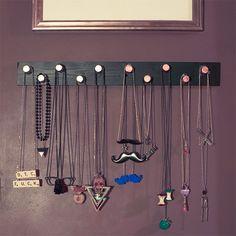 1000 images about rangement collier bijoux diy on pinterest porte bijoux diy organization. Black Bedroom Furniture Sets. Home Design Ideas