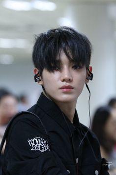 i love black hair taeyong 😭 Nct Taeyong, Yang Yang, Winwin, Jaehyun, Nct 127, Nct Taeil, Zen, Sm Rookies, Short Hairstyles