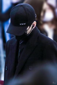 Looks like gangster I'm Fuckin ready shoot me I'm my heart Bts Suga, Min Yoongi Bts, Agust D, Suga Real Name, He Makes Me Happy, Kpop, Airport Style, Airport Fashion, Fashion Images