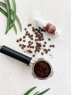 Το βούτυρο καφέ είναι το βασικό συστατικό στην Brighten up Eye Cream που καταπολεμά τους μαύρους κύκλους και μειώνει τις ρυτίδες. #antiwrinkle #coffeeeyecream Eye Cream, Natural Skin Care, Eyes, Products, Eye Creams, Cat Eyes, Gadget