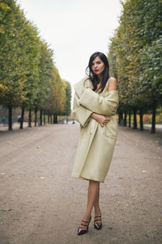 doina ciobanu maxmara green outfit Paris elegant red lip look-5