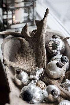 Sea of Girasoles: Interior: Christmas decoration Silver Christmas, Noel Christmas, Scandinavian Christmas, Country Christmas, All Things Christmas, Vintage Christmas, Christmas Crafts, Christmas Decorations, Christmas Ornaments