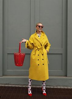 Blair Eadie reveals where she get all of her fun, colorful, and printed tights on Atlantic-Pacific. Click through to see her latest favorite tights looks! Atlantic Pacific, Blair Eadie, V Cute, Instagram Outfits, Yellow Fashion, Mellow Yellow, Yellow Coat, Winter Looks, Short