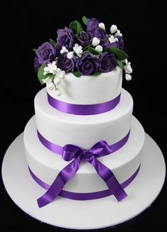 """""""Diana"""" a simply stunning by Sugarandslice (Emma). The cake featured a tier of mud a tier of sour cream and a fruitcake topped with vivid Cream Wedding, Purple Wedding, Red Velvet Wedding Cake, Round Wedding Cakes, Sugar Rose, Take The Cake, All Things Purple, Alternative Wedding, Cake Designs"""