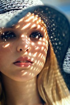 the sun filters through the hat to create a pattern on her face. playing with light is amazing Lifestyle Photography, Portrait Photography, Photography Guide, Senior Photography, Fashion Photography, Bokeh, Photo Hacks, Photo Ideas, Girl Face Tattoo