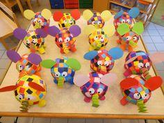Elmer papier maché luchtballon Montessori Activities, Activities For Kids, Crafts For Kids, Arts And Crafts, Elmer The Elephants, Elephant Party, Elephant Crafts, Creation Art, Preschool Art