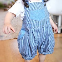 ぷっくりシルエットのサロペット×かぼちゃパンツ*ヒッコリー Sewing For Kids, Toddler Fashion, Wardrobes, Overall Shorts, Patterned Shorts, To My Daughter, Sewing Projects, Overalls, Baby Shoes