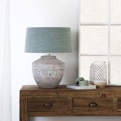 La lámpara Toga es ideal para renovar ese recibidor o el rincón del salón que tenías un poco olvidado.  #kenay #deco #inspiration Living Spaces, Living Room, Lampshades, Decoration, Lamp Light, Light Fixtures, Sweet Home, Table Lamp, Lights