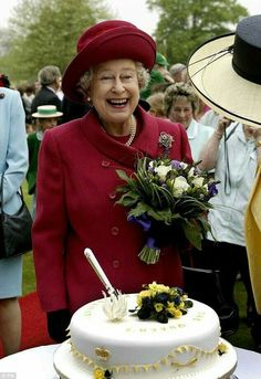 Most adorable picture of the queen in party