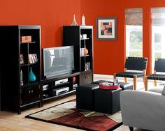 Para deixar a sua sala de estar como esta, use a tinta Daredevil (SW 6882)