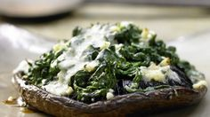 Mit feinen Aromen: Gefüllte Portobello-Pilze mit Spinat und Marsala | http://eatsmarter.de/rezepte/gefuellte-portobello-pilze