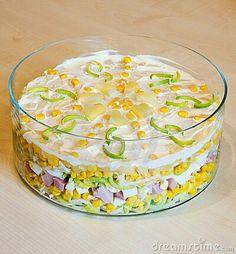 Schichtsalat mit frischer Ananas mais lauch schinken ei käse sellerie apfel und Joghurt