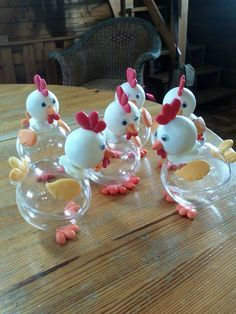 carterie, pergamano et tableaux - Page 5 Poulettes de Paques crafts chicken carterie, pergamano et tableaux – Page 5 Kids Crafts, Diy Arts And Crafts, Clay Crafts, Easter Crafts, Chicken Crafts, Diy Easter Decorations, Decoration Crafts, Plastic Bottle Crafts, Ribbon Sculpture
