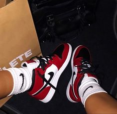Jordan Shoes Girls, Girls Shoes, Souliers Nike, Zapatillas Nike Jordan, Nike Shoes Air Force, Aesthetic Shoes, Hype Shoes, Fresh Shoes, Trendy Shoes